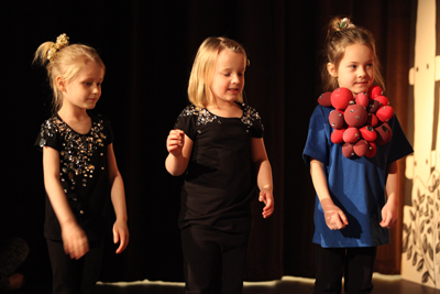 You are browsing images from the article: Warszawski Festiwal Teatralny 'Ogrzać Zimę' - Przedszkole Nasze Dzieci zajęło I miejsce